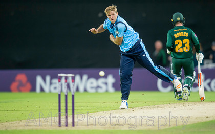 AM18572 